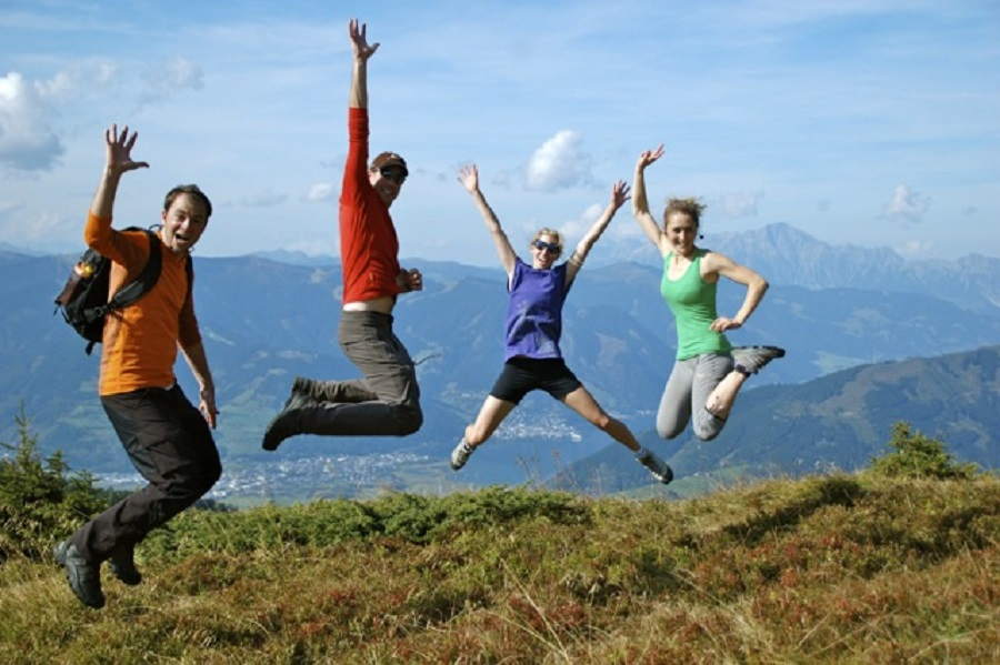 hiking-with-friends_istaknuta