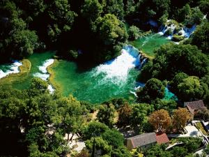 0002-sibenik-region-national-park-krka-waterfalls